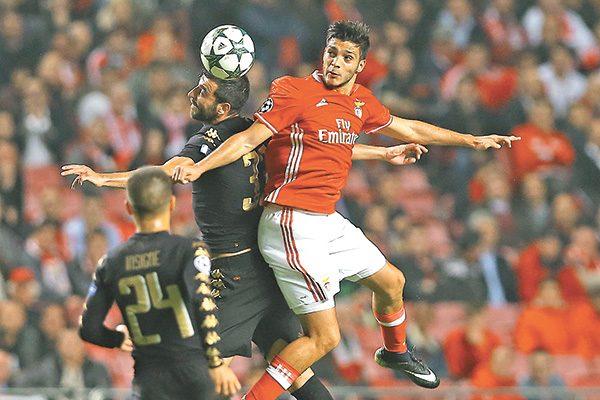 Benfica y Raúl Jiménez cierran 2016 como líderes