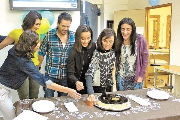 Festejan a Nuria Bages por su cumpleaños número 66