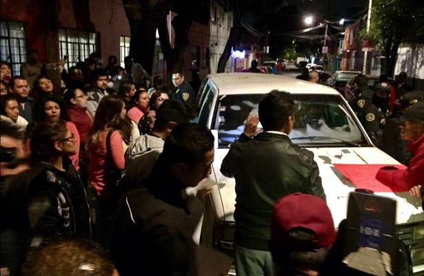 Padres se manifiestan frente a guardería en Azcapotzalco