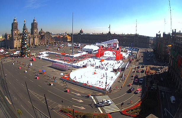 Lista la pista de hielo del Zócalo CDMX
