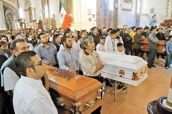Sepulta Tultepec a sus 4 primeras víctimas mortales