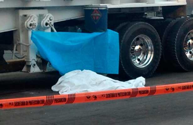Muere ama de casa bajo ruedas de pesado camión