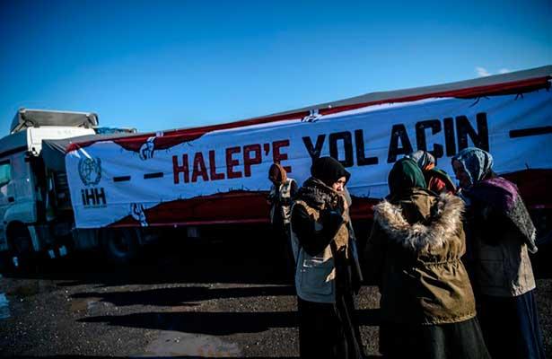 Logran salir de Alepo 350 personas