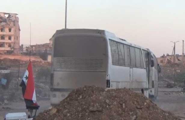 Reanudan evacuación de miles de civiles en Alepo
