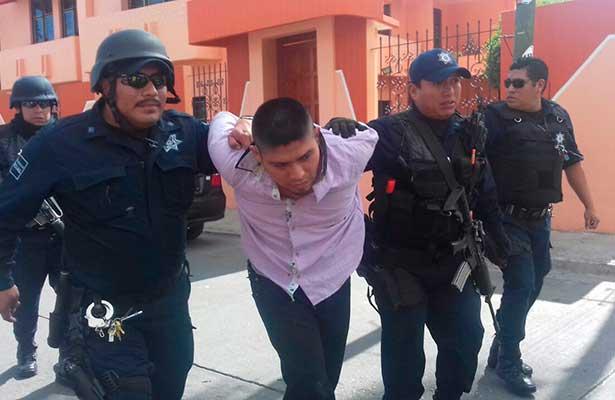 A punta pistola robaron banco pero fueron detenidos