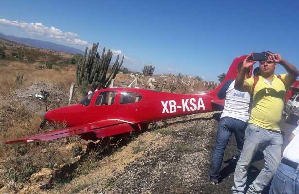 Avioneta aterriza de emergencia en Oaxaca