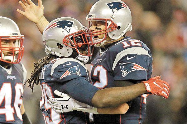 Con gran noche de Brady, Pats derrotó a Cuervos