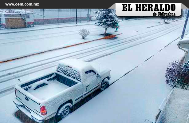 Tormenta invernal cubre de nieve Chihuahua