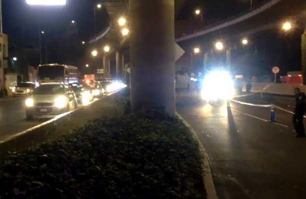 Mueren motociclistas al caer del 2do piso del Periférico Sur