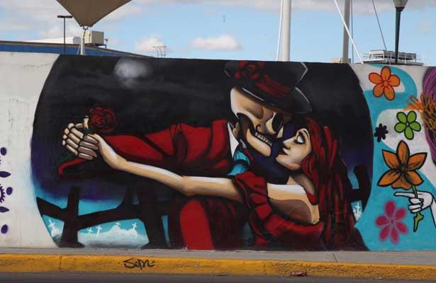 Jóvenes le dan vida a más de 400 murales en Ecatepec