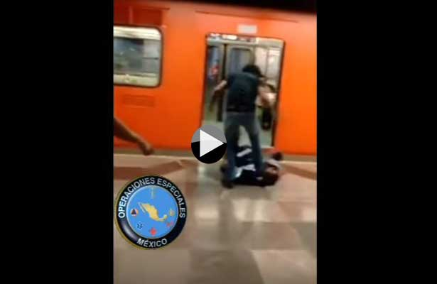Ambulantes del metro tunden a policías, taxista también