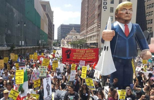 Indocumentados realizan protesta pacífica en los Ángeles