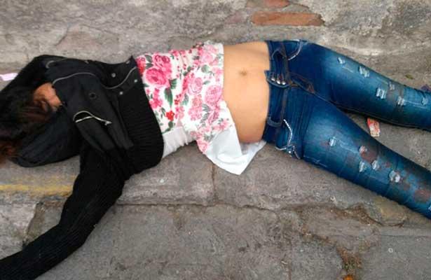 La encuentran sin vida en la calle
