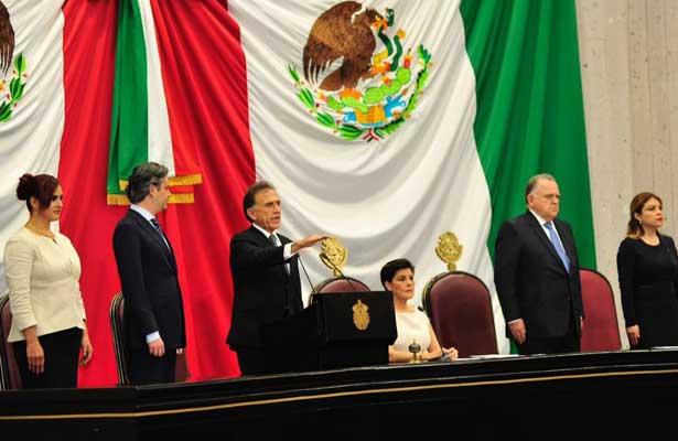 Yunes rinde protesta como gobernador de Veracruz