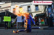 Queman figura de Trump como acto de protesta, en Cuernavaca