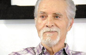 Rogelio Guerra sonríe, pese a daño cerebral irreversible
