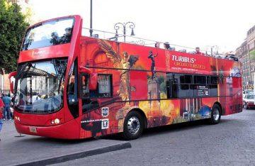 Policía capitalina detiene a 9 sujetos por daños a turibús