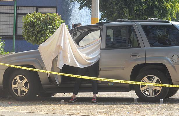 A balazos matan a mujer que viajaba con dos bebés, uno fue herido
