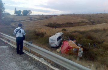 Aparatoso choque deja un muerto en la Oaxaca-Cuacnopalan