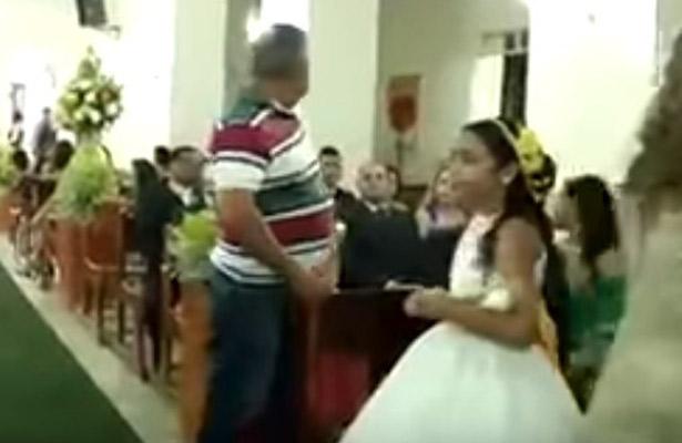 Hombre balea a invitados durante boda en Brasil