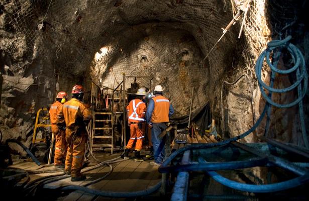 Sólo un engaño, huelgas mineras de cananea, Taxco y Sobrerete: mineros