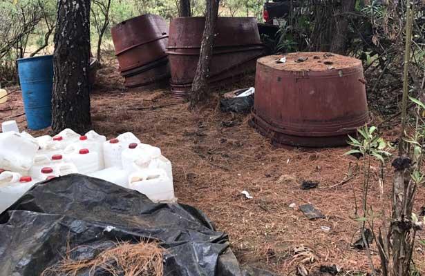 Federales destruyen laboratorios clandestinos en Michoacán