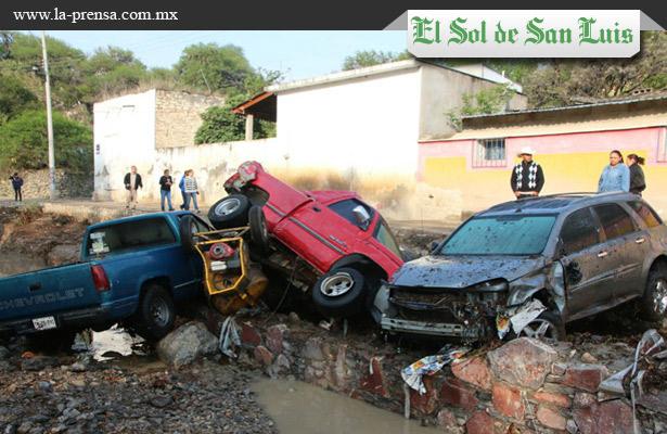 Deja al menos 4 muertos y 2 desaparecidos tromba en SLP