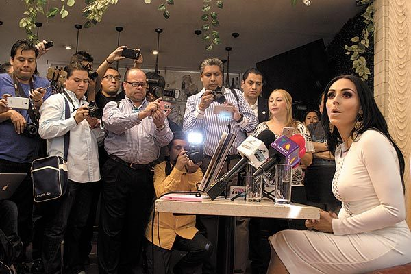 Ivonne Montero se reúne con sus fans