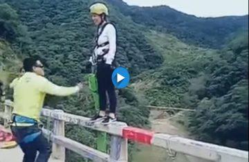 Una joven cae a río al aventarse de puente en Bolivia