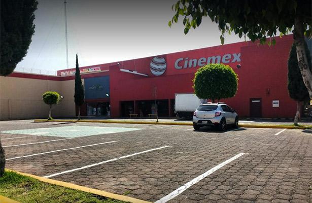 Niega policía asalto en sala de cine en Edomex