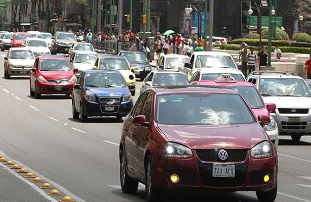 Hoy no circulan los vehículos con engomado rosa