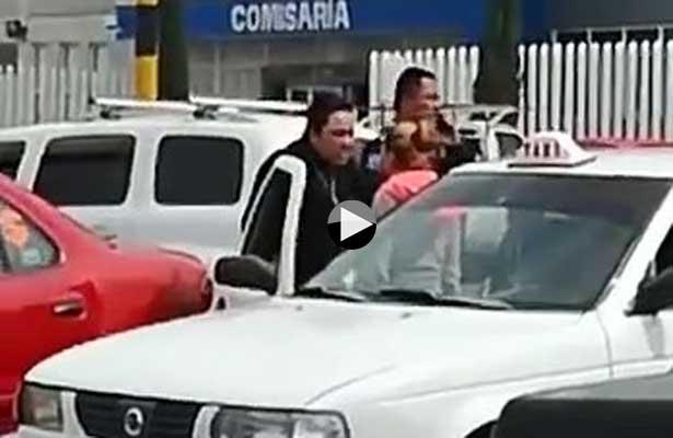 Mujer policía agarra a golpes a una ciudadana en Valle de Chalco