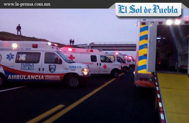 Impresionante choque deja un muerto y 30 heridos