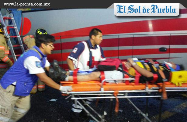Deja choque 30 heridos en Puebla