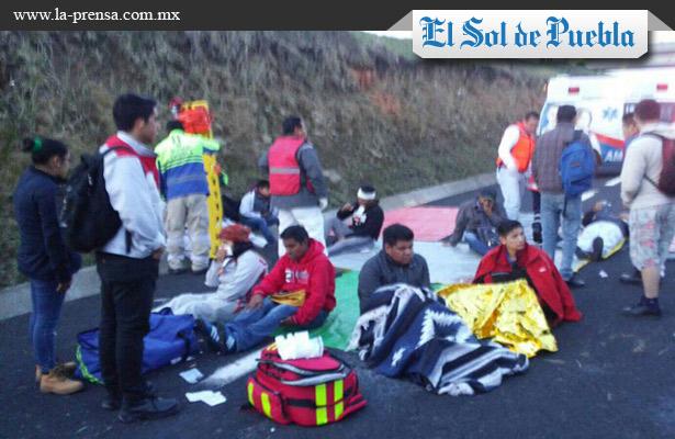 Fatal accidente en Amozoc-Perote deja un muerto y 30 heridos