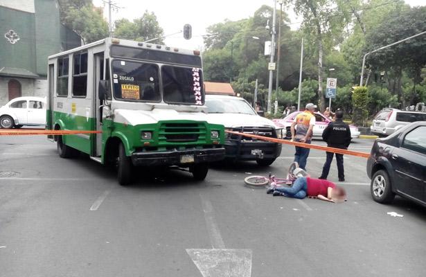 Microbús arrolla a mujer en Isabel La Católica