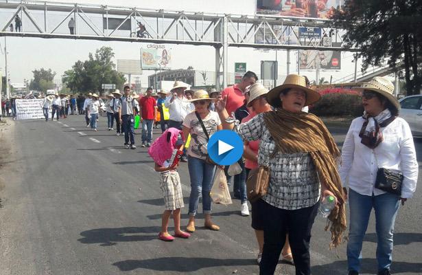 Ejidatarios marchan rumbo al Aeropuerto de Guadalajara