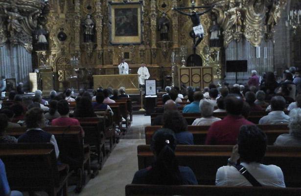 Misa de desagravio para padre Machorro en Catedral