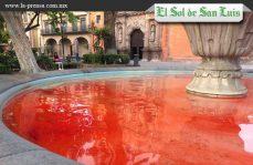 Por feminicidios pintan de rojo fuente de SLP