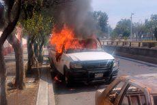 Arde camioneta que estaba bajo resguardo de la PGJ de la CDMX