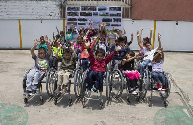 Asociación civil dona sillas de ruedas para niños de zonas rurales