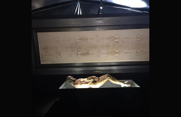 Cardenal inaugura la exposición 'La sábana santa'