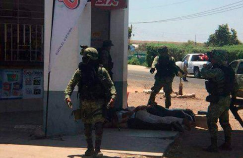Se enfrentan civiles y militares, con saldo de un muerto y dos heridos en Culiacán