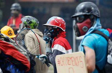 Más de 80 heridos, entre ellos un diputado, en protesta opositora en Caracas