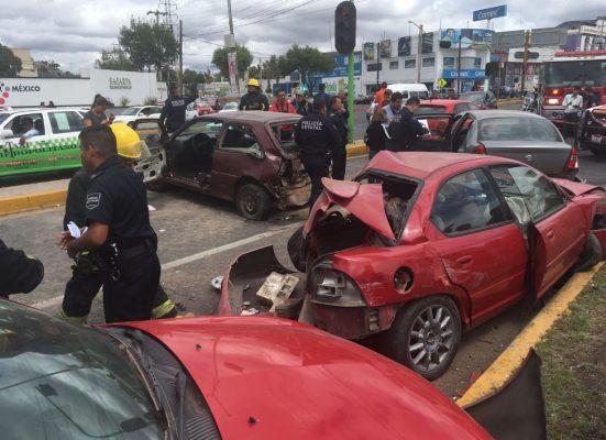 Camión provoca fatal accidente dejando varios vehículos dañados