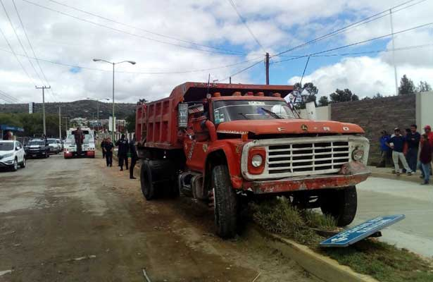 Chofer de camión arrolla varias personas por persecución en Hidalgo