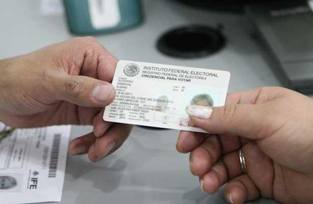 Se va a prisión por usar dos credenciales del IFE para votar
