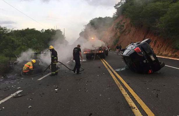Carambola en carretera deja seis personas lesionadas