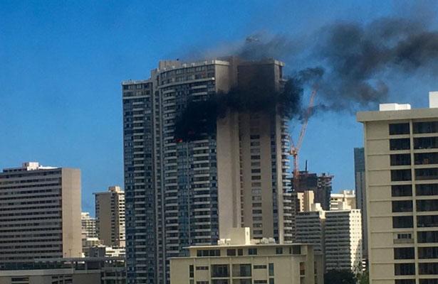 Incendio en departamentos de un edificio en Hawaii