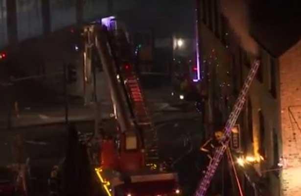 Se incendia mercado Camden en Londres